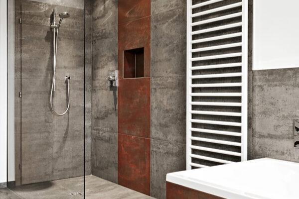 Fliesen Jams - Badezimmer, Dusche, Handtuchhalter, Fliesen grau, rot, Duschverglasung